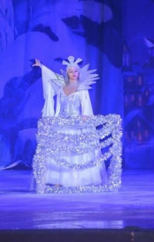 Rewia na lodzie - Królowa Śniegu