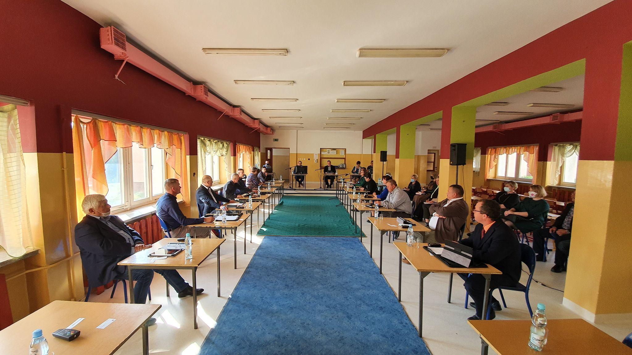 Radni Rady Miejskiej w Cedyni podczas 20 sesji