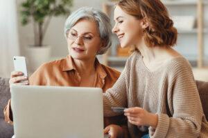 Bankowy Fundusz Gwarancyjny, dwie kobiety siedzą przed komputerem