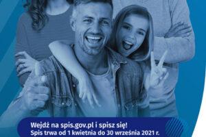 """Ulotka informacyjna o Narodowym Spisie Powszechnym Ludności i Mieszkań 2021, osoby uśmiechnięte na niebieskim tle, napis """"wejdź na spis.gov.pl i spisz się! Spis trwa od 1 kwietnia"""""""
