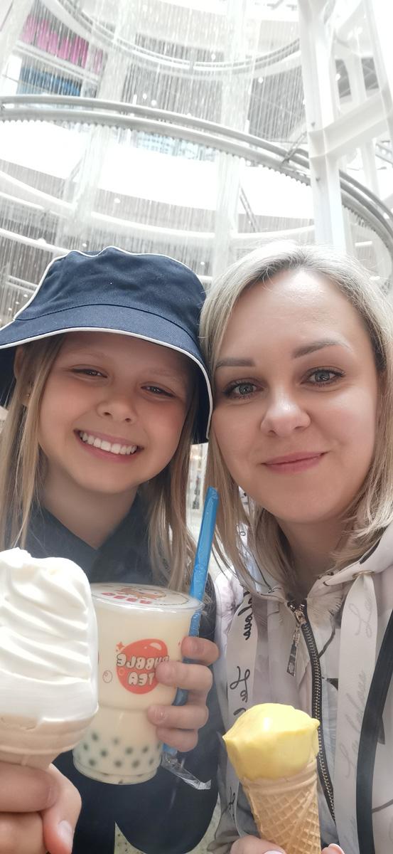 Amelia Petryszyn z mamą